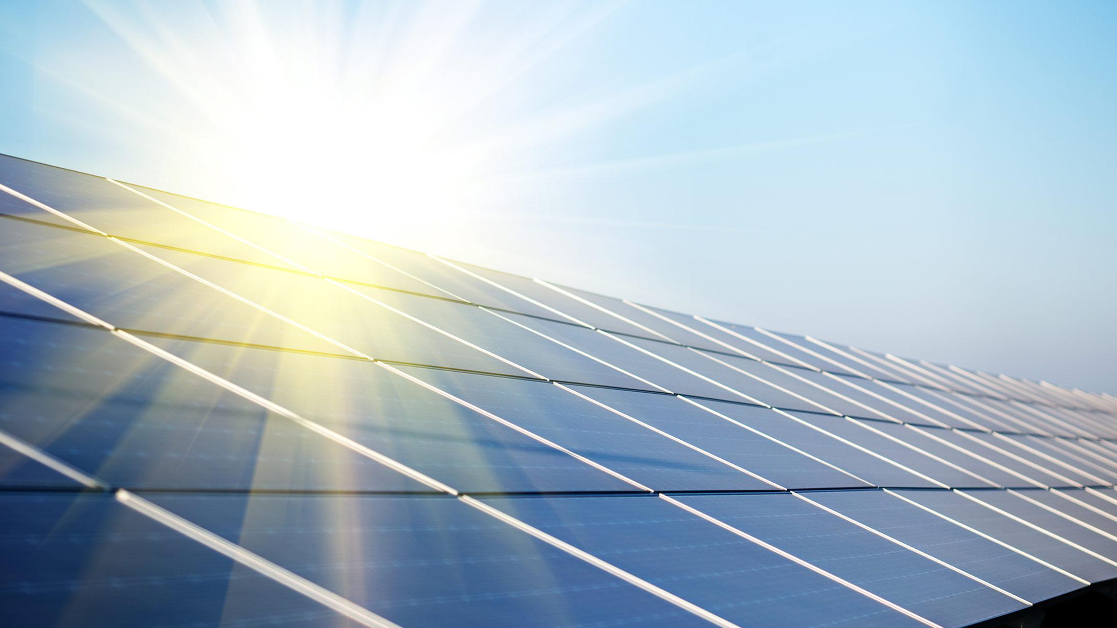Photovoltaikanlage bei Sonnenschein.
