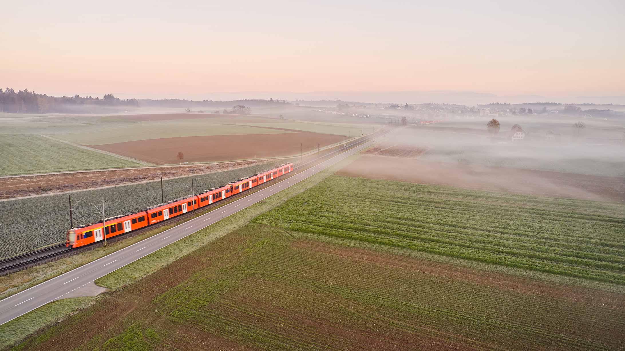 Landschaft mit Zug.