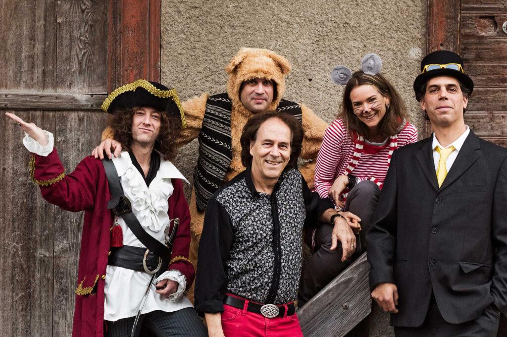 Roland Zoss mit JimmyFlitz-Band rockt am 7. November 2021 am Elektra Kinderevent die Bühne in der Aula Hindelbank.